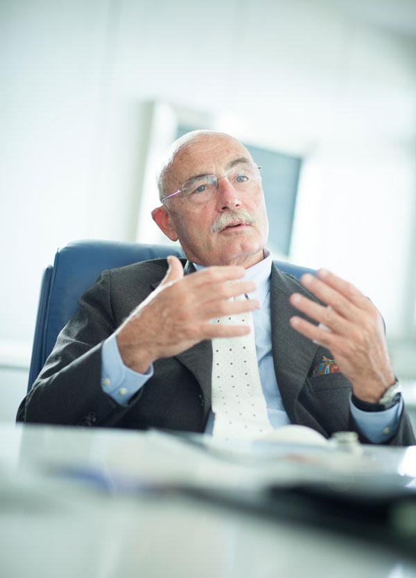 Professor Maurilio Marcacci Medico Chirurgo, Specialista in Ortopedia e Traumatologia